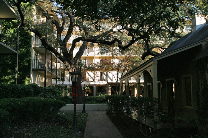 onde ficar em San Antonio: Marriott Plaza San Antonio: belos jardins