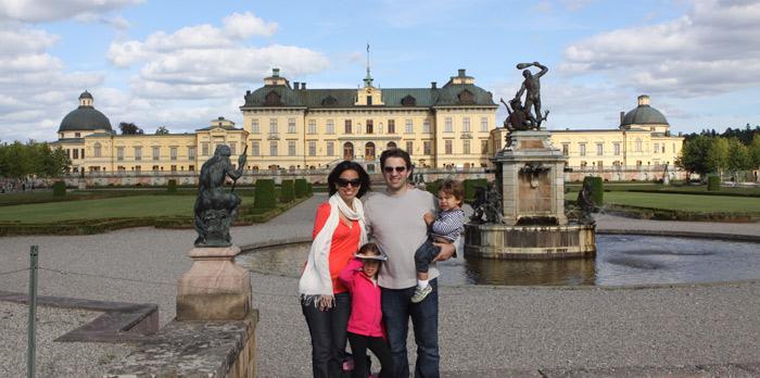Nós em frente ao Palácio de Drottningholm