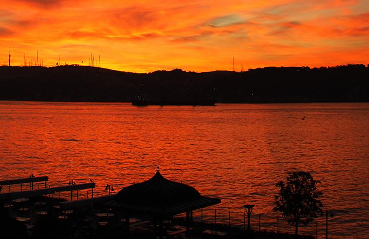Sol nascendo no Bosforo
