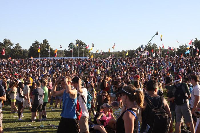 A multidão e as bandeiras
