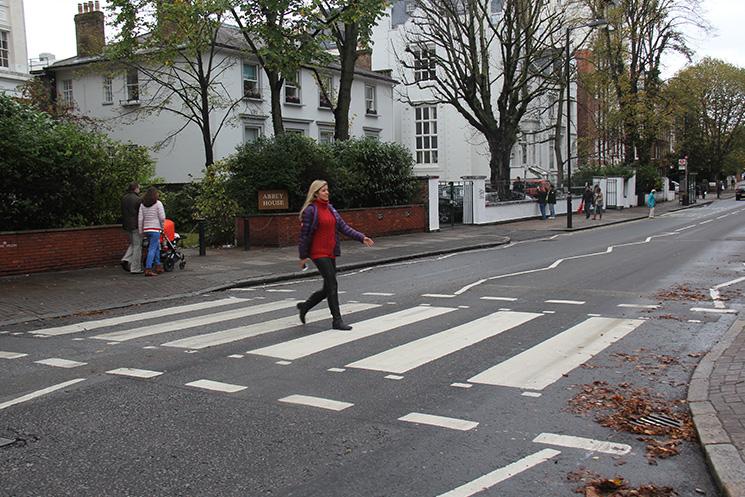 Atravessando a rua com pano no rabo - 5 7