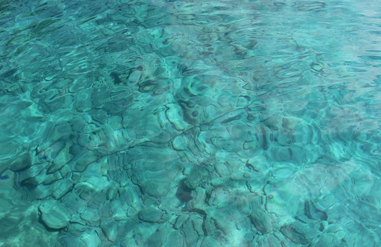 Praia de Chamouchades em Ios