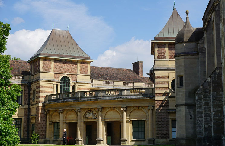 Main_Entrance,_Eltham_Palace