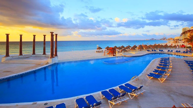 krystal-cancun-piscina