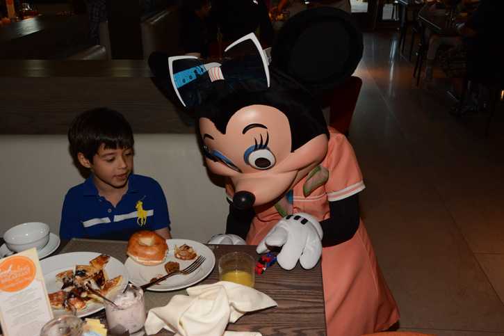 PhotoPass_Visiting_Good_Morning_Breakfast_With_Goofy_And_His_Pals_7186292302