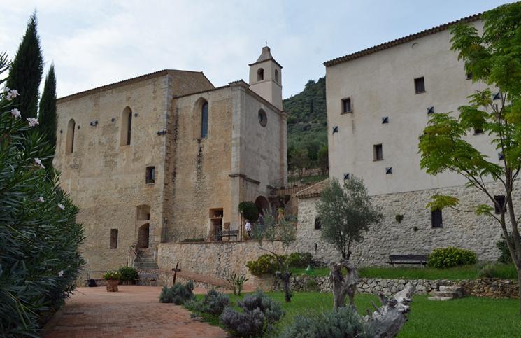 mosteiro-de-san-magno-2