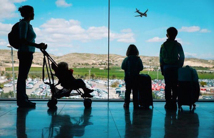 Mudança regras crianças viagem