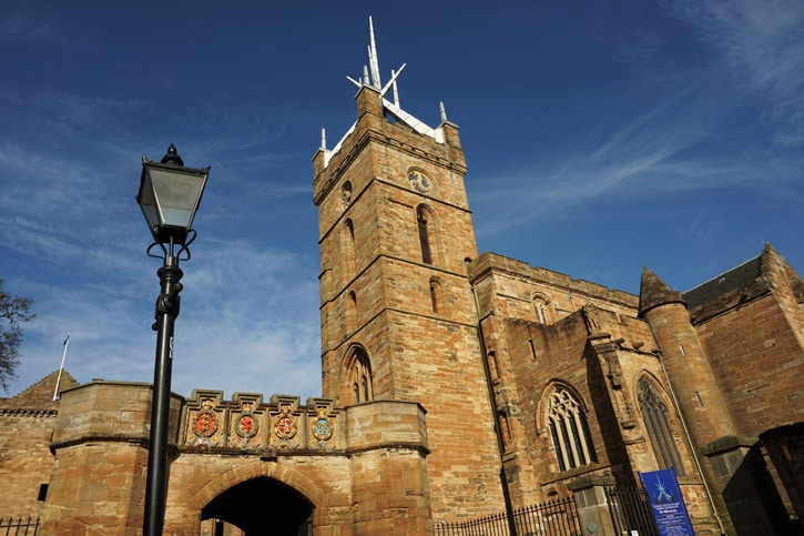 Linlithgow, St Michael's Church and archway